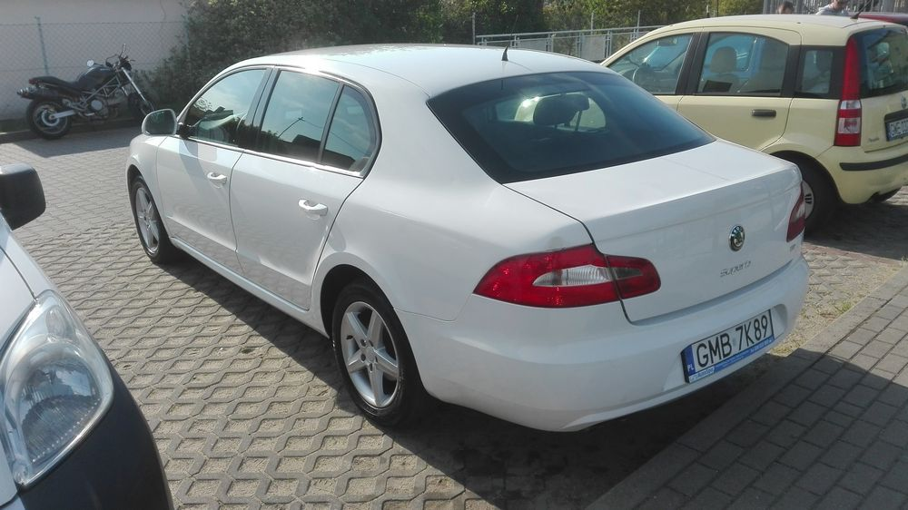 skoda superb perłowa